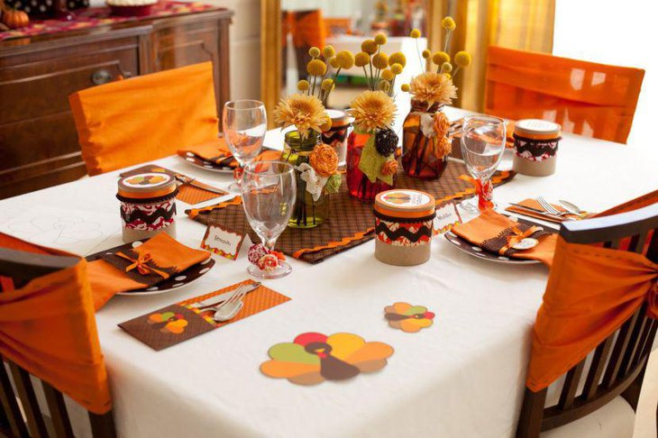 Engaging DIY Thanksgiving Table Decoration Idea With Colourful Mats Coasters and Jars