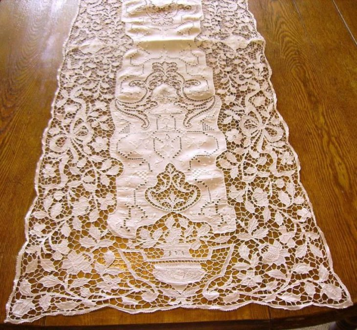 Excellent White Polyester Lace Table Runner