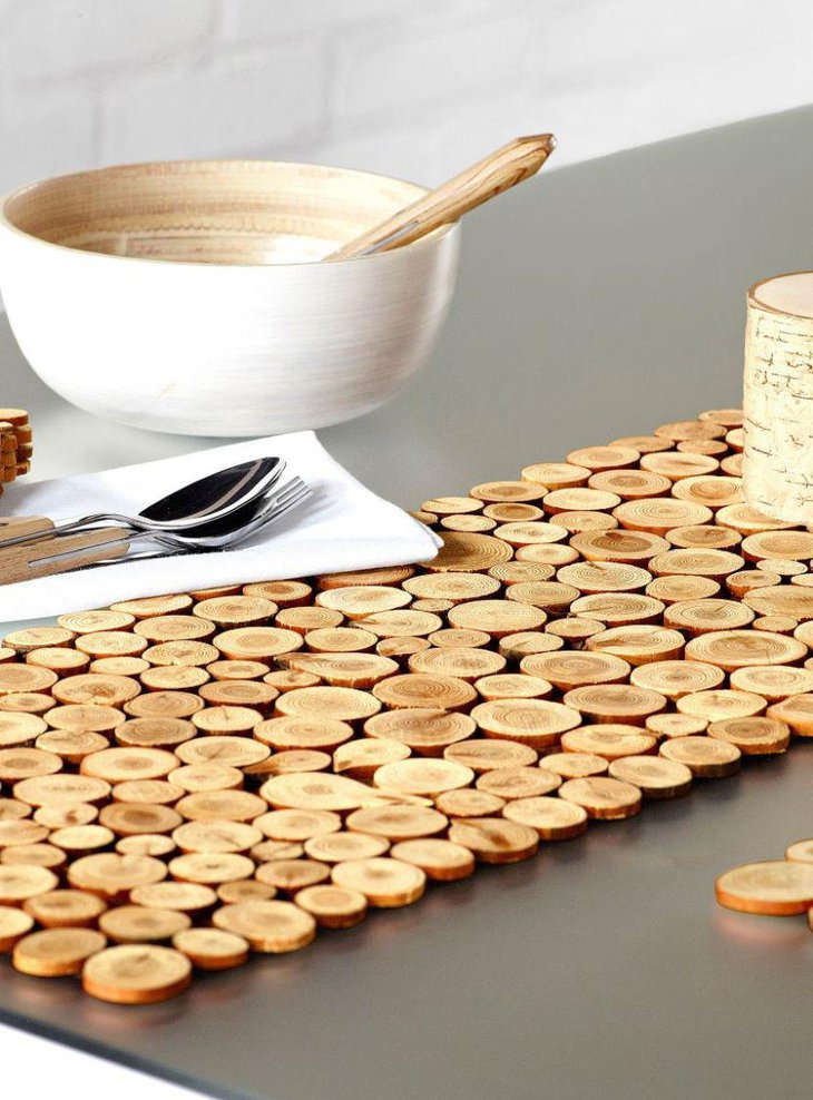 Extraordinary wood slice table runner