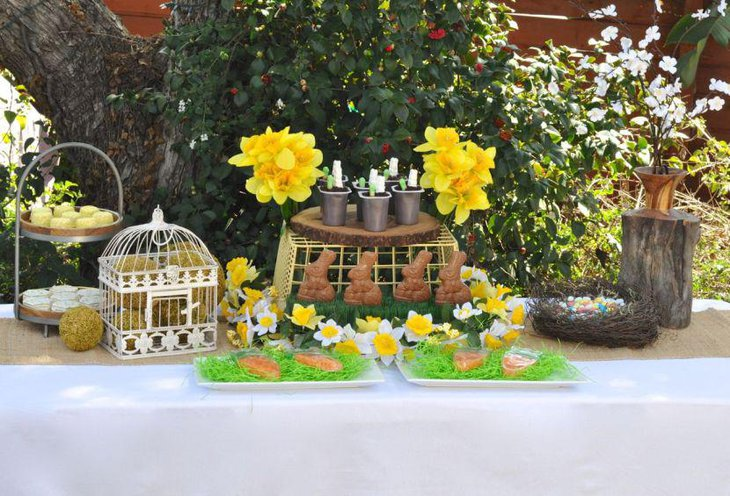 Festive garden party table decor with yellow tones