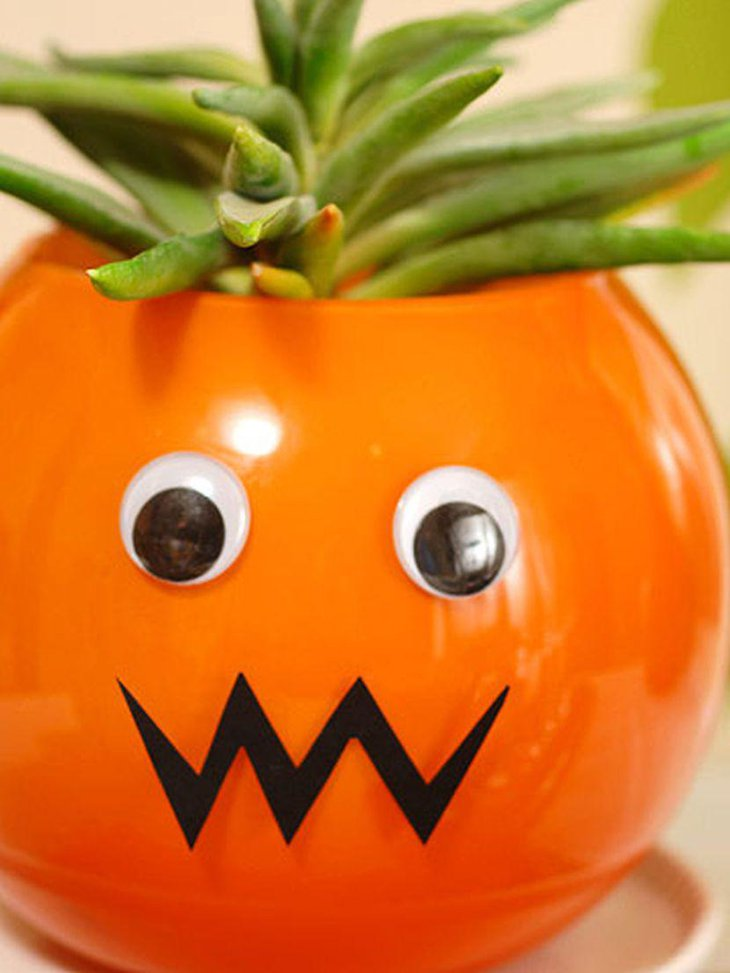 Funny pumpkin centerpiece for kids Halloween party table
