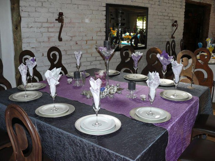 Glamorous purple accented wedding party tablescape