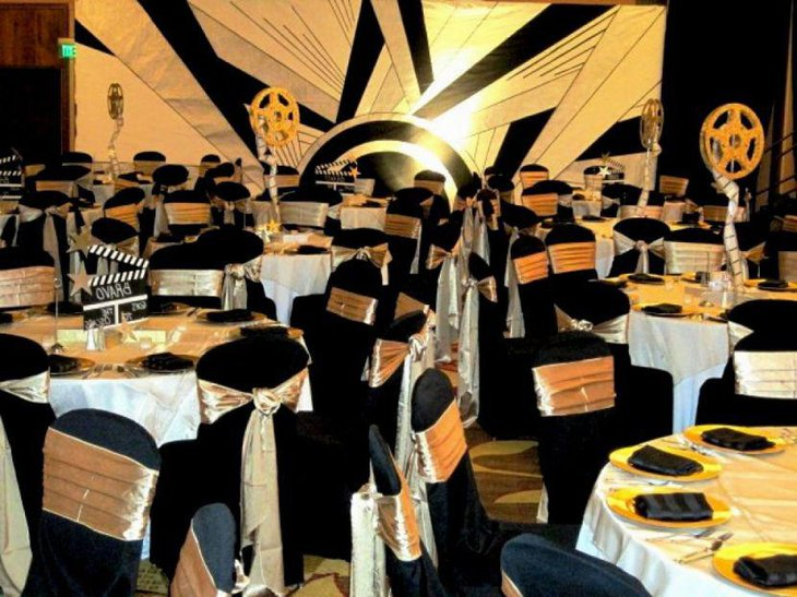 Golden themed Hollywood party table decor