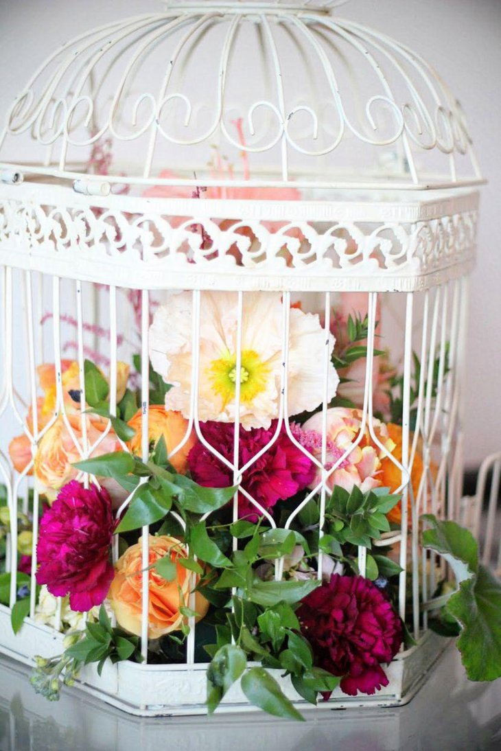Gorgeous DIY Birdcage Table Centerpiece With Colourful Flowers