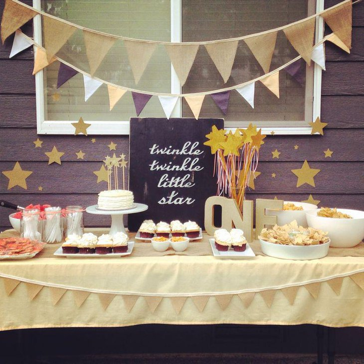 Gorgeous First Birthday Table Decor With Black And White Accents