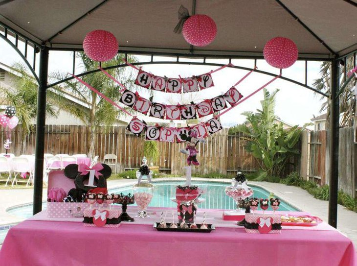 Gorgeous Minnie Mouse themed birthday candy table