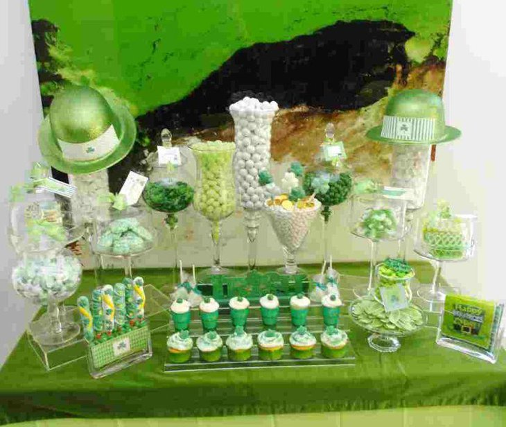 Green theme St Patricks Day fod table idea