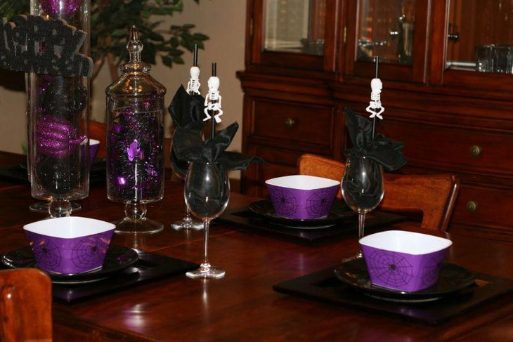Halloween table decor with unique skeleton straws in glasses