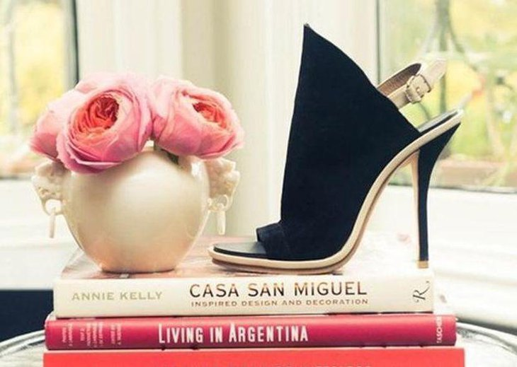 Innovative books shoes and floral centerpiece ideas for small coffee table