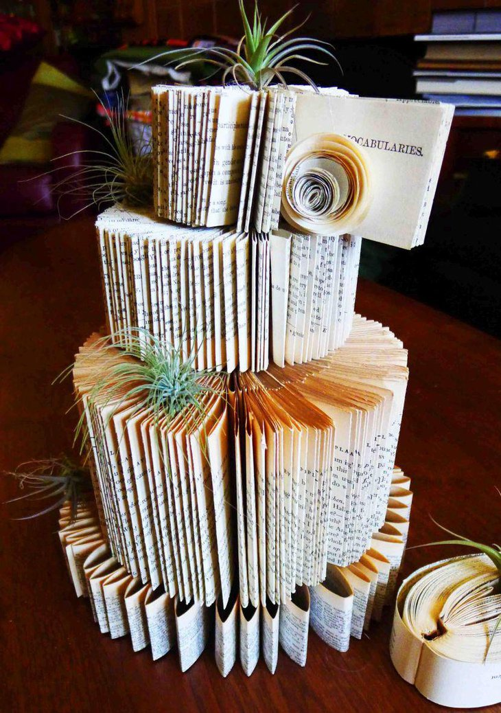 Inspirational giant paper cake centerpiece for party table setting