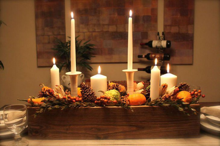 Inspiring Thanksgiving table decoration with wooden tray and candles