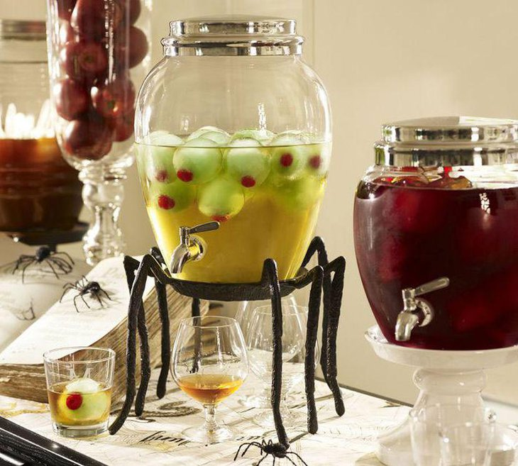 Interesting spider juice dispenser centerpiece for kids Halloween party table