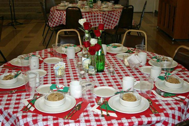 Italian table decor using red and green accents