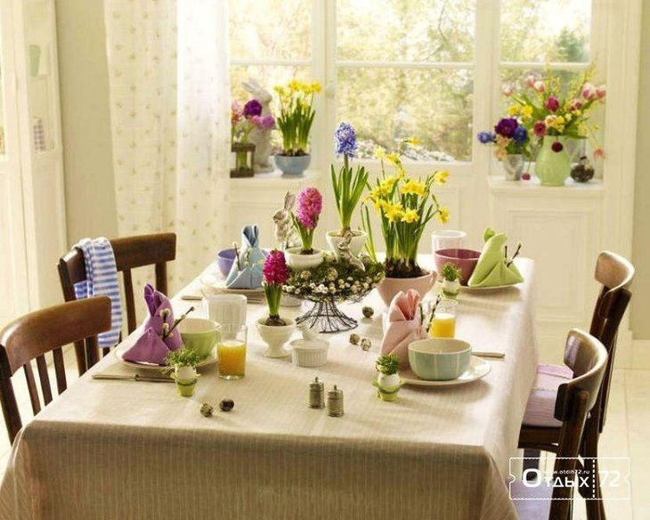 Italian table decorations using colourful flowers 1