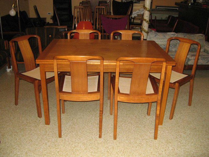 Light wooden Mid Century dining table furniture