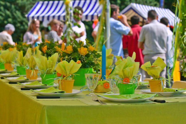 Lovely lemon themed table decorations for summer garden party