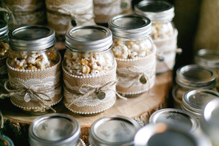 Mason jar wedding favor idea