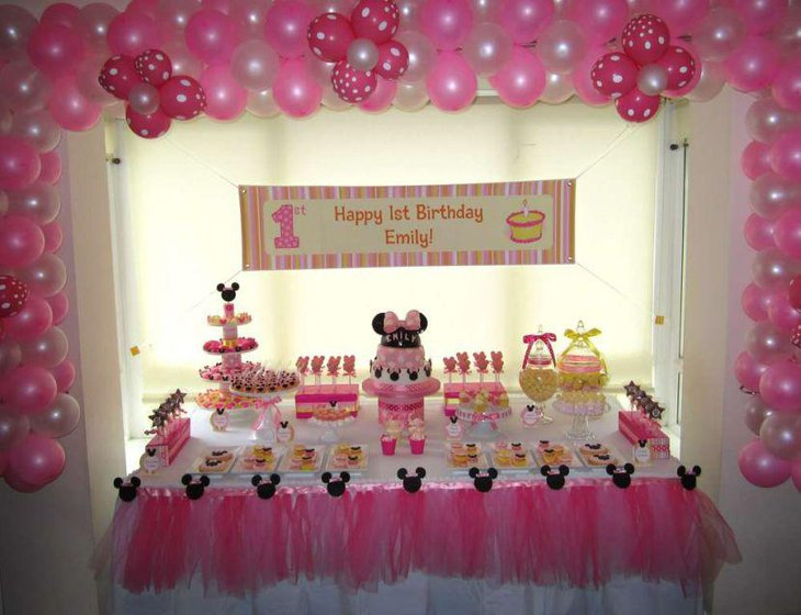 Mini mouse pink birthday table decor