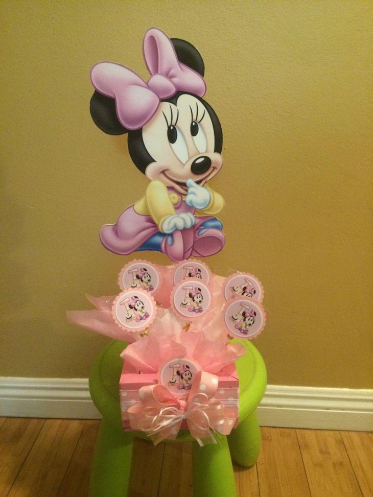 Minnie Mouse centerpiece for candy buffet table