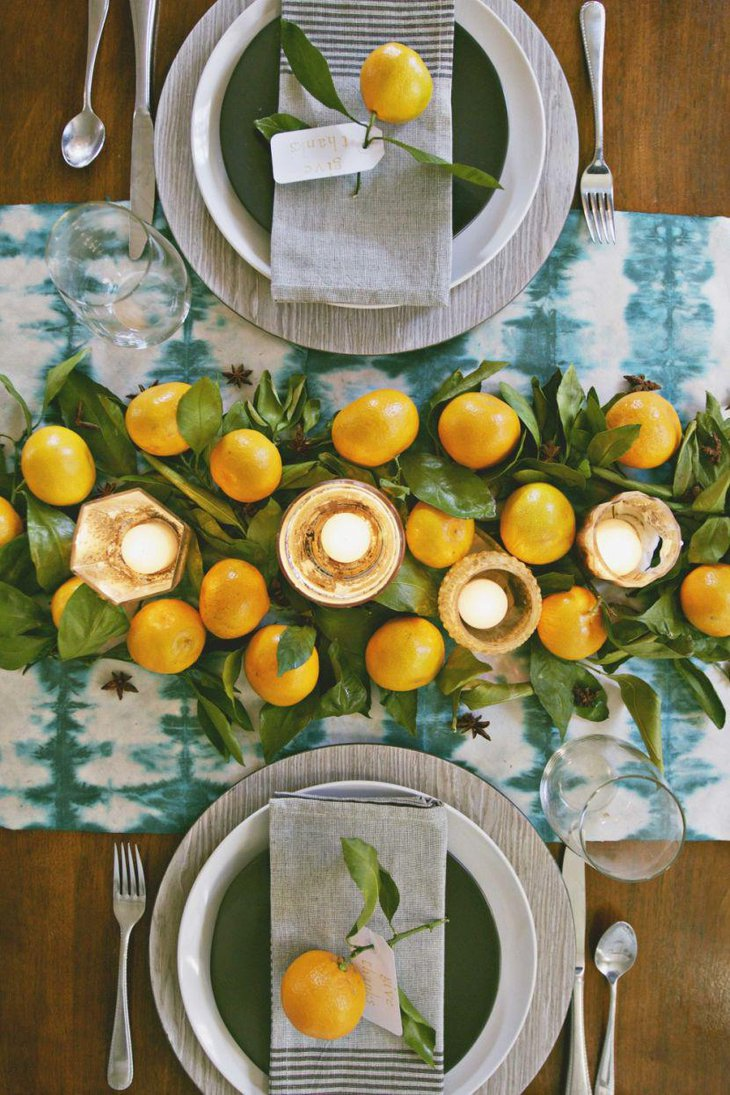 Modern white and blue Thanksgiving table runner for a sober and sophisticated table decor