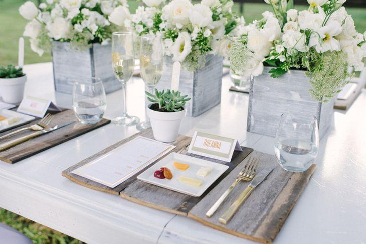 31 wedding centerpieces and table settings in rustic style modern white rustic wedding table decor with placemats made of salvaged wood and wooden floral boxes junglespirit Choice Image