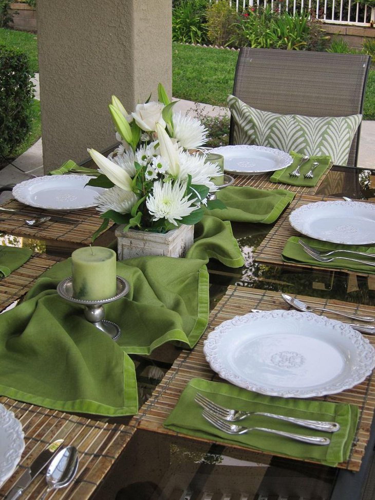 33 diy easter table settings to try at home table for Patio table centerpiece ideas