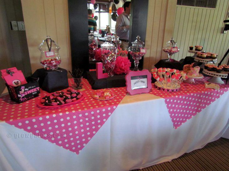 Pink and black birthday candy tablescape with Minnie Mouse theme