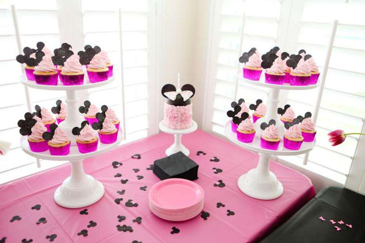 Pink and black Minie Mouse birthday table setting