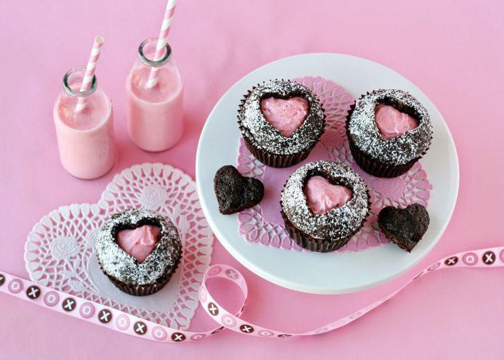 Pink cupcake centerpiece on Valentines table 1