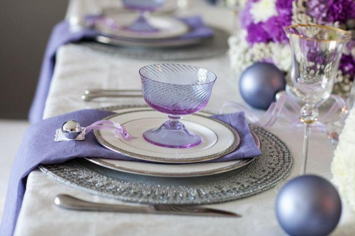 Pleasing DIY purple party table decor