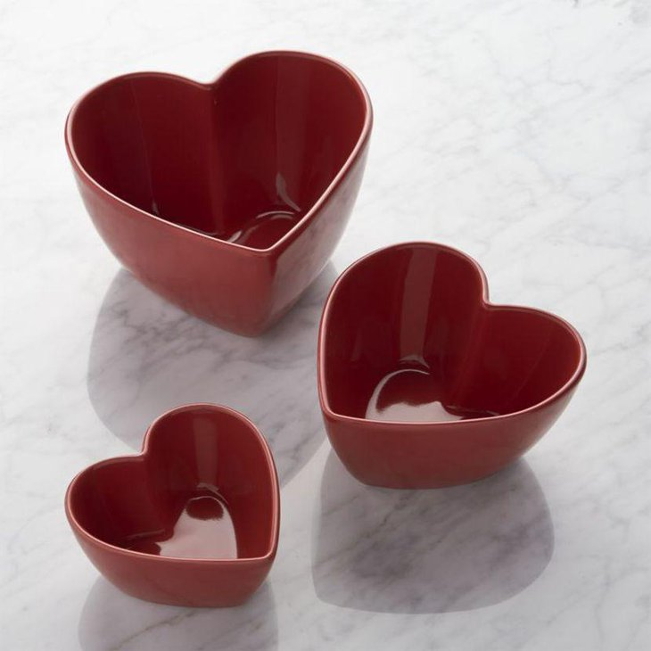 Pleasing heart shaped red bowl decorations for Valentines