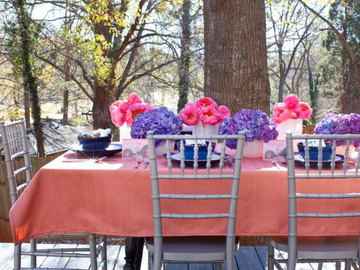 Purple and pink floral decor looks pleasing to the eyes