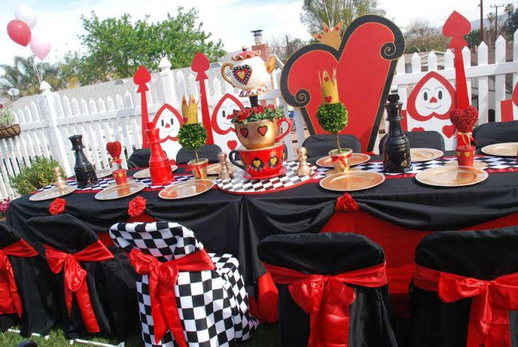 Queen of hearts themed Valentines centerpiece 1