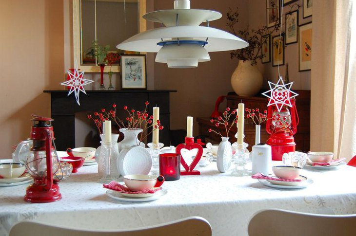 Red lanterns and candle decor for Valentines table