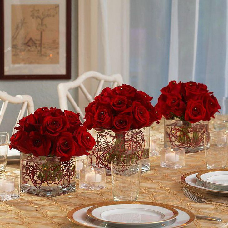 Red Rose Centerpieces For Christmas Party Table