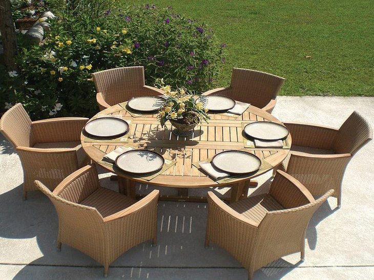 Round Outdoor Extendable Dining Table in Wood