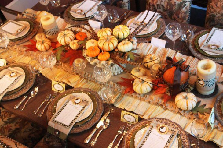 Rustic burlap Thanksgiving table runner with flurry border for a decorative look