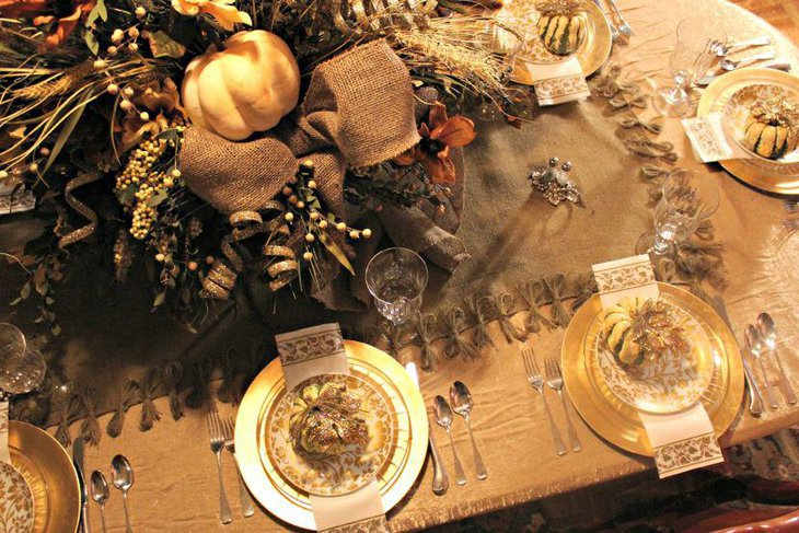 Simple burlap Thanksgiving table runner with tied burlap threads for border detailing