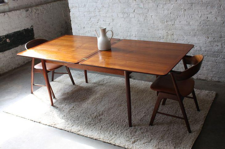 Simple Classic Rectangular Extendable Dining Table In Gloss Finish
