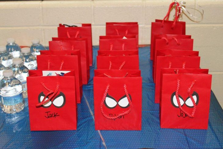 Spiderman party table with party favor bags