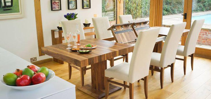 Stunning Modern Extpandable Dining Table In Wood