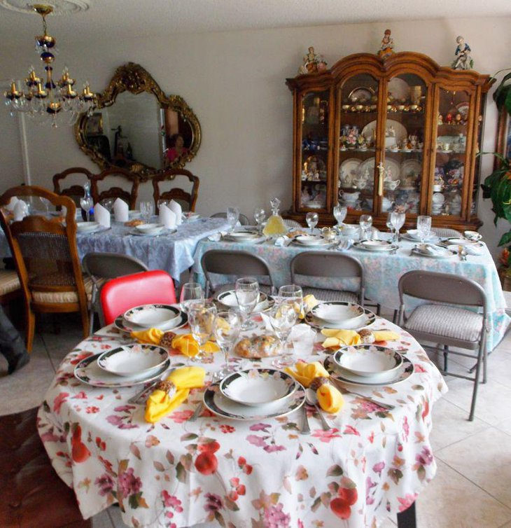 Stylish Italian decorations in yellow and floral tones seen on this table