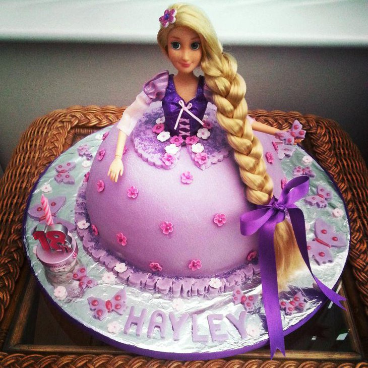Sumptuous Rapunzel birthday cake in purple theme