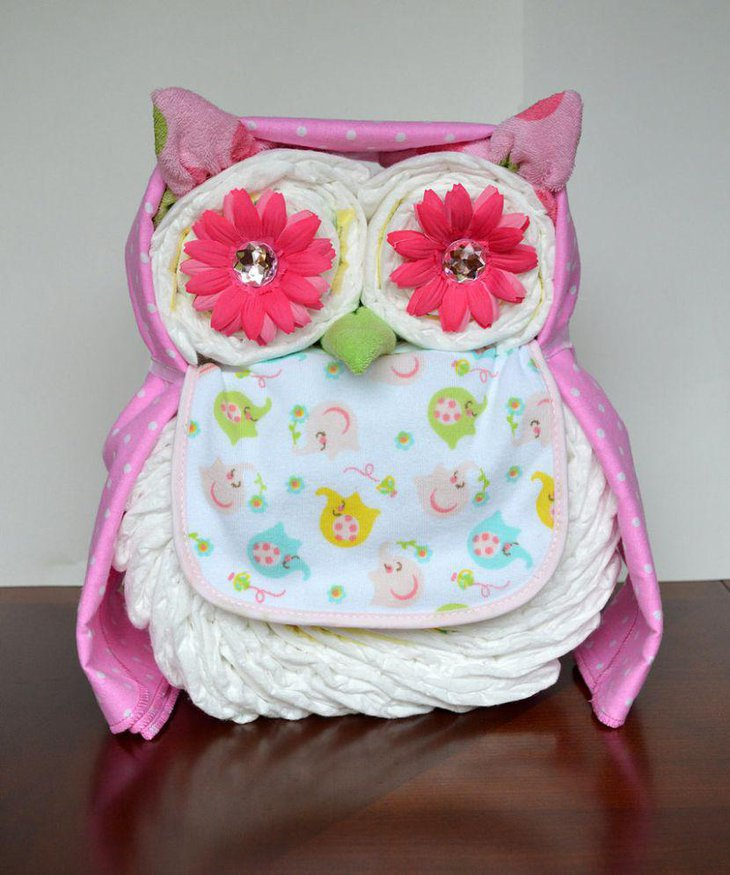 Sweet owl centerpiece made of diapers