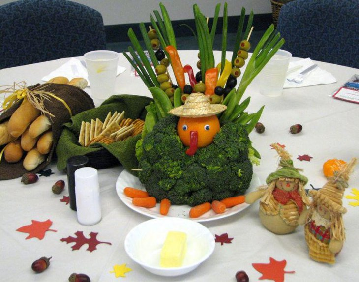 Thanksgiving table decor with real veggies for kids