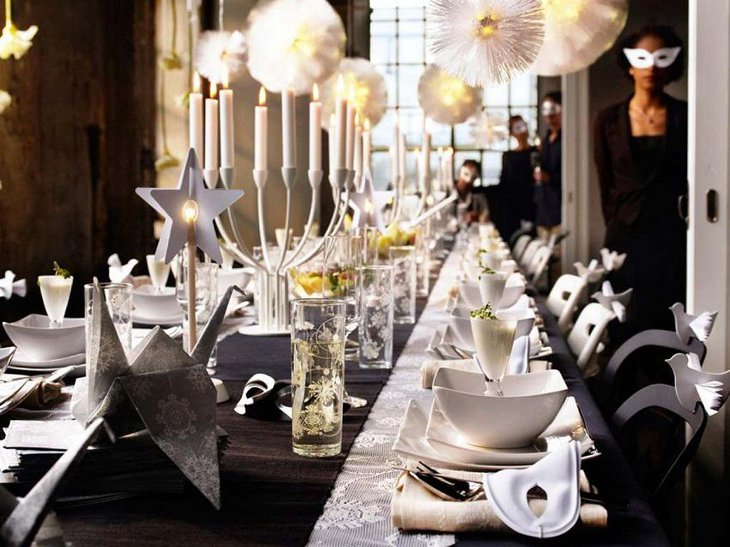 The Black White and Golden New Years Eve Masquerade Party Table Decoration