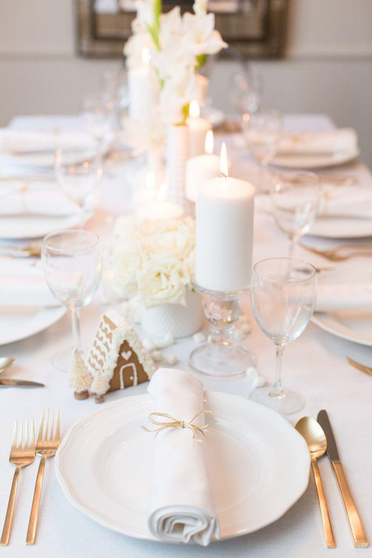 The Christmas table looks elegant in white candles and flowers