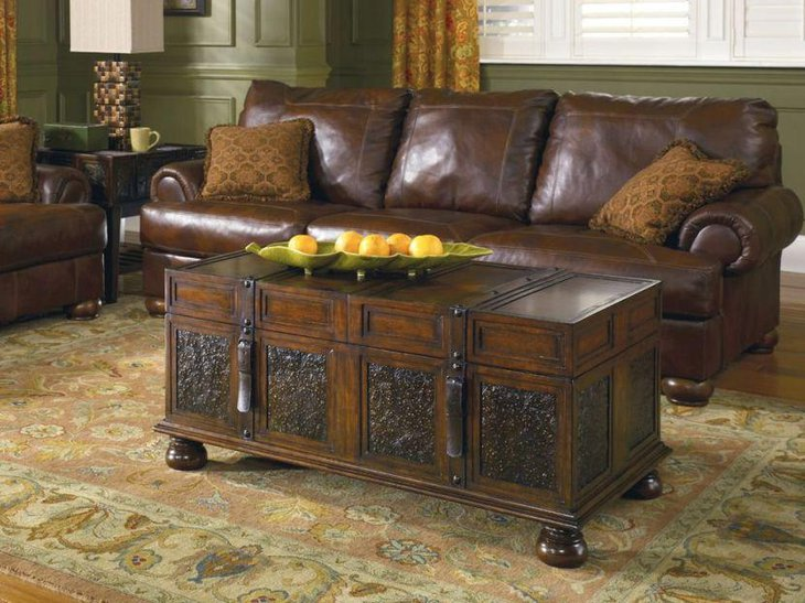 The trunk coffee table gels perfectly with this rustic decor