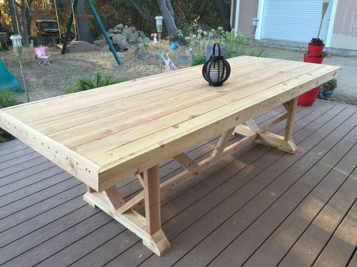 This Outdoor DIY Pallet Dining Table Is Easy To Make And Cheap Too