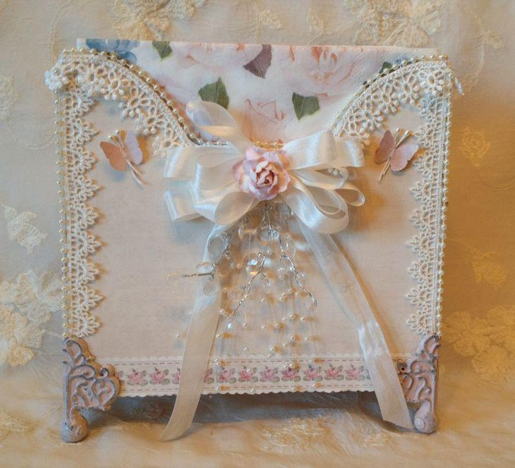 Vintage napkin holder with pearls and lace on wedding table
